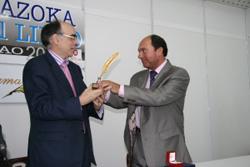Euskaltzaindiari eman diote Urrezko Idazluma