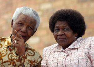 Apartheidaren aurkako borrokaren sinboloetako bat hil da