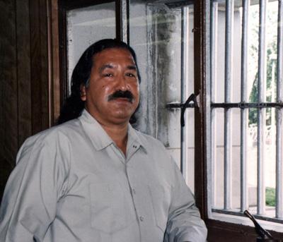 Leonard Peltier AEBetako indigenen aldeko aktibistak 36 urte daramatza kartzelan