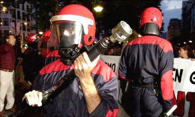 Gomazko pilotak debekatu eta ertzain uniformedunak identifikatu egingo dituzte
