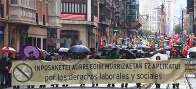 Milaka lagunek hartu zuten parte murrizketen aurkako manifestazioetan