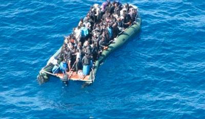 54 etorkin hil dira itsasoan deshidratatuta Libiatik Italiara zihoazela