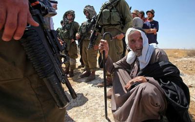 Israelgo armadarentzat entrenamendu-eremua egiteko herri palestinar batzuk botatzear
