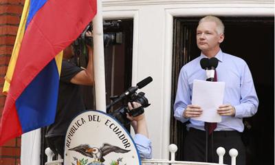 Benetan WikiLeaksen sinesten baduzu, Assangek justiziari aurre egitea eskatu beharko zenuke