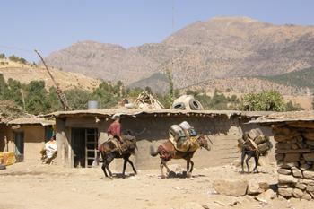 Turkiako hegazkinek berriz bonbardatu dituzte Kurdistango herri batzuk