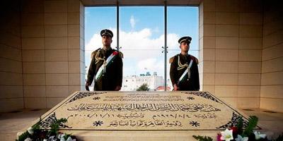 Arafati autopsia egiteko prozesua hasi du Suitzako forentse talde batek