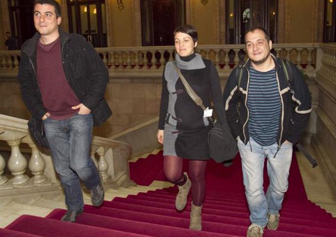 CUPek dio �eskuina estutu eta ezker instituzionala estresatzeko� sartu dela Kataluniako Parlamentuan
