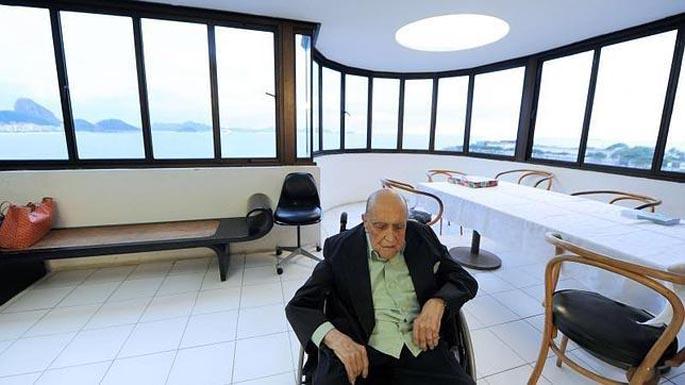 Oscar Niemeyer arkitektoa hil da