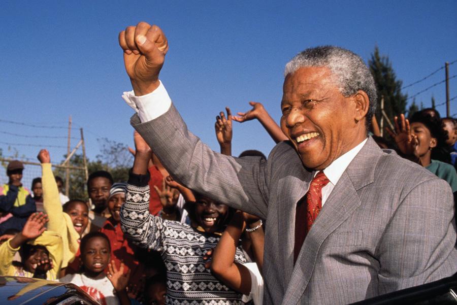 Nelson Mandelak bigarren gaua egin du ospitalean