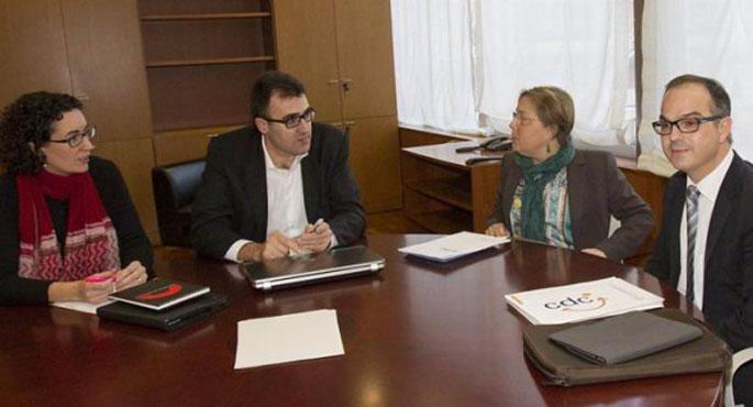Kataluniako independentziaren kontsulta bideratzen hasi dira CiU eta ERC