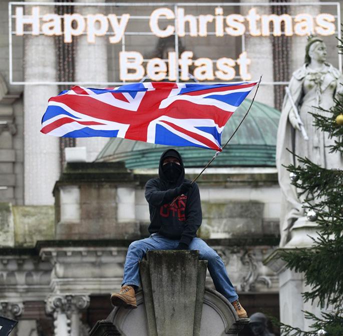 Istiluak eragin dituzte unionistek bosgarren gauez jarraian Belfasten, banderaren auziagatik