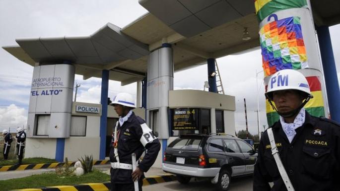 Boliviak aireportu zerbitzua nazionalizatu du