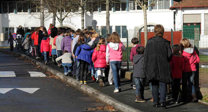 Protestak Ipar Euskal Herriko eskola publikoetan, irakasle murrizketagatik