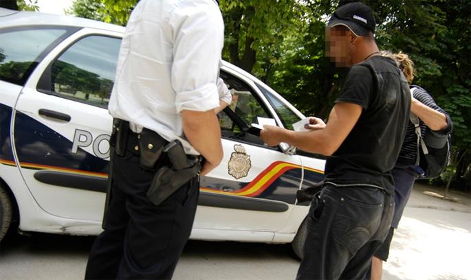 Poliziaren identifikazio arbitrarioen aurkako kanpaina abiatu dute
