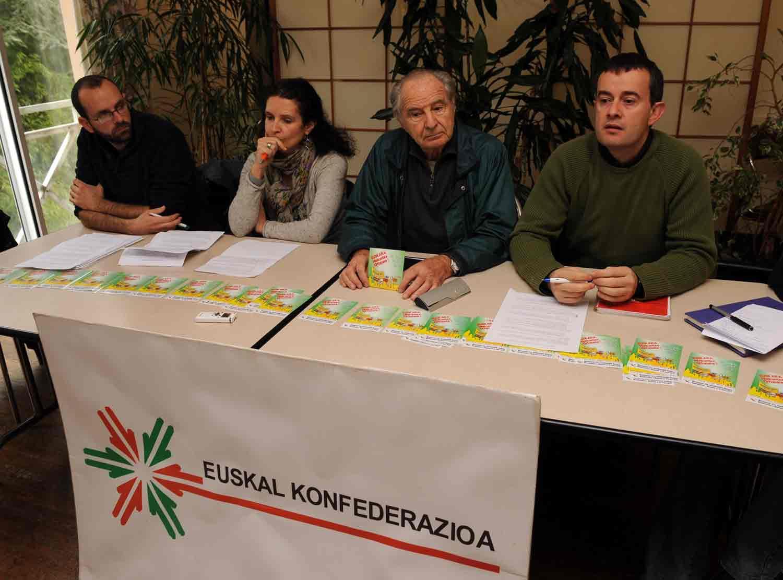 Euskal Konfederazioa: �Ikas-Biren asmoa kolpe mediatikoa egitea da�