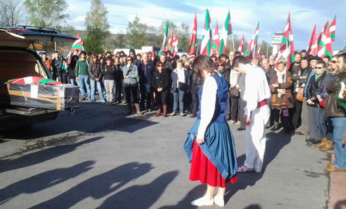 Xabier Lopez Peñaren gorpua 9:00ak inguruan heldu da Sondikara (Argazkia: @sortubizkaia)