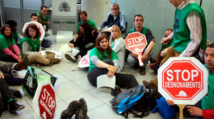 Mobilizazioen ondoren Bankiak PAHrekin negoziatuko du Katalunian