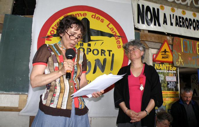 Marie-Monique Robin 'Legion d'Honneur' jasotzen Notre Dame des Landesen