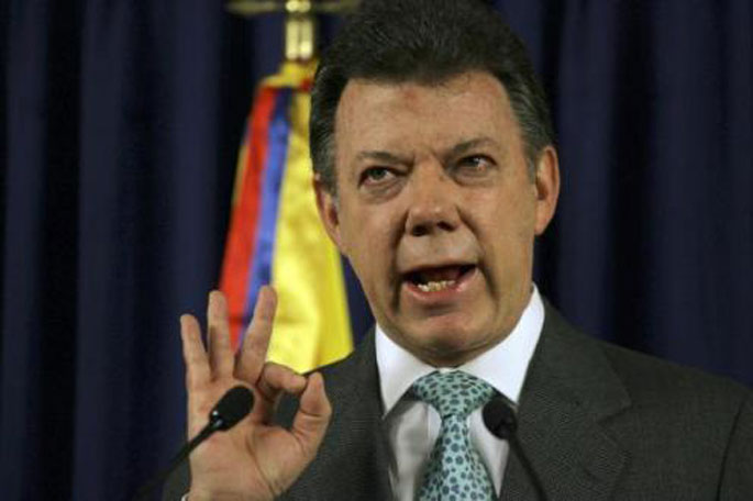 Juan Manuel Santosen gobernu kabineteak dimititu egin du nekazarien protestak jarraitzen duten bitartean