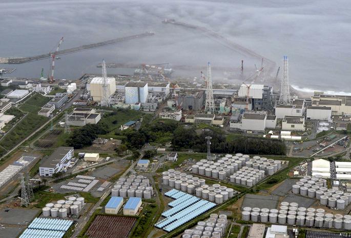 Fukushimari zesioa tankeka dario eta egia tantaka