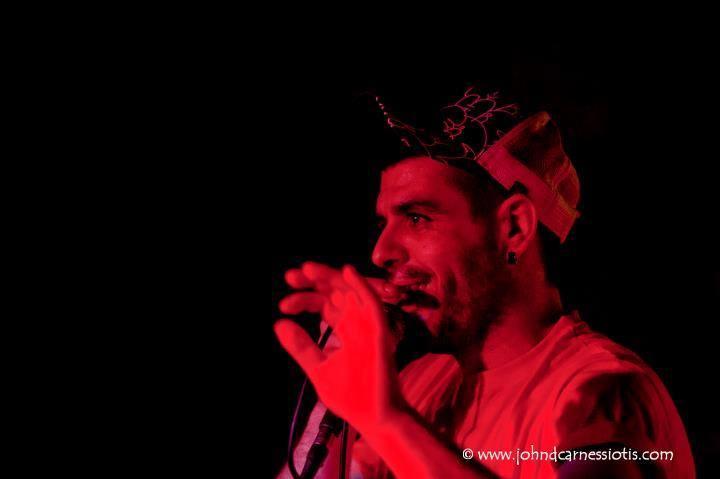 Rap kantari ezkertiar bat hil dute Greziako naziek