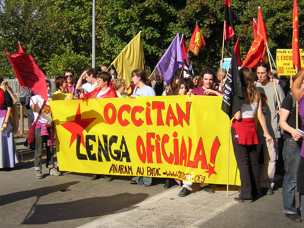 Okzitanian Bastir! mugimendua prestatzen ari dira hizkuntza eta ekonomia soziala ardatz