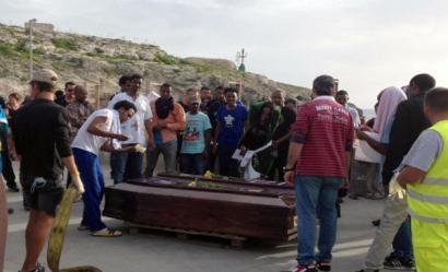 Lampedusa: Libiako errefuxiatuentzat, militarrak