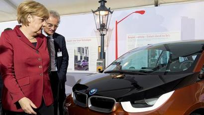 Merkelek CO2 igorpenak gutxitzeko BMWko jabeekin haserretu beharko luke