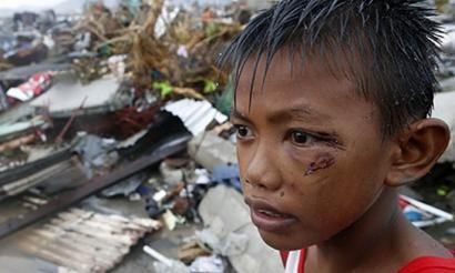 Filipinetako tifoia klima aldaketarekin lotu du gobernuko ordezkariak