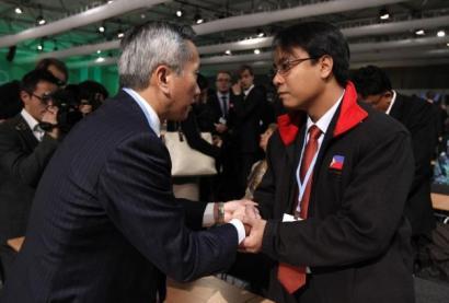 Filipinetako enbaxadorea gose greban Klimaren Varsoviako biltzarrean