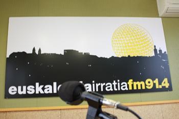 Euskalerria Irratiaren emisioek ez zieten enbarazu egiten hegazkinei