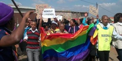 Homosexualitatearen kontrako sorgin-ehiza indartzen ari da Afrikan