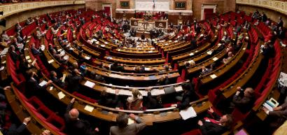 Frantziako Parlamentuan Euroituna berresteko lege proposamena onartu dute