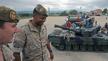 Euskal Herrian eta Katalunian dauden militar espainiarrak berrordenatuko dituzte