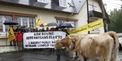 Laborariek mobilizazioekin erantzun diote Frantziako Gobernuaren behi-laguntzen erreformari