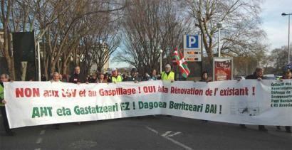 Ipar Euskal Herriko 40 hautagai AHTren kontra agertu dira