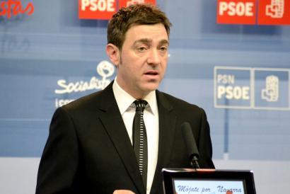 Roberto Jim�nezek bere irudia txukundu nahi du PSOEren aurrean burua makurtu ondoren