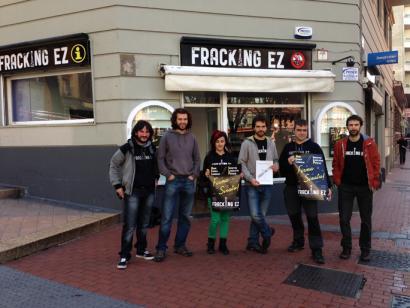 Abiatu da EAEn frackinga debekatzea eskatzeko sinadura bilketa
