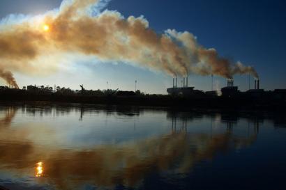Azken hamarkadetako gas emisio handienek erregai enpresak boikotatzeko jarrera indartu dute