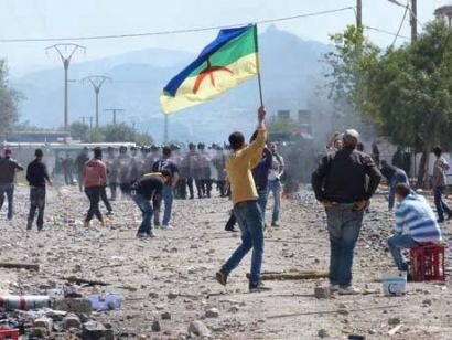 Aljeriako poliziak Kabylian ehunka amazigh atxilotu dituela salatu dute