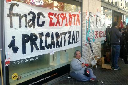 Sant Jordi egunez FNACen ez dute libururik sinatuko hainbat idazlek, langileen baldintza txarrengatik protestan