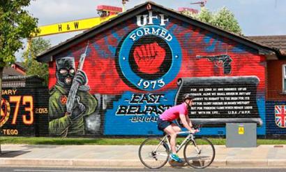 Benvenuti to East Belfast! Italiako Giroak auzo katolikoak nola saihestu dituen