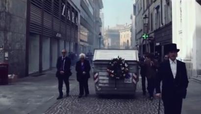 Zabor-kontainer handiaren hileta ospatu dute Italiako Parman