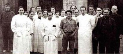 1936ko gerran exekuzioak egin zituen erregimentuaren omenezko erakusketarekin aurrera Iruñean