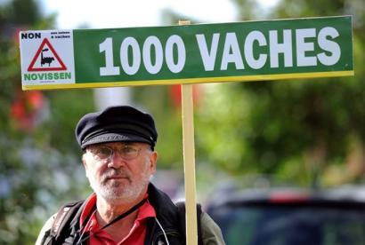 '#1000vaches' okupazioa, esne-behi fabrika erraldoia eragozteko