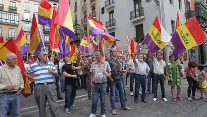 Iru�ean monarkiaren kontra protestatu dute Espainiako Kongresuak ondorengotza onartzearekin batera