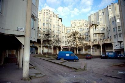 Indarkeria arrazistak goia jo du Parisen, gazte romi bat koman utzi arte jipoitu ostean