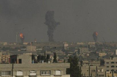 Israelgo armadak berriz bonbardatu du Gaza eta eskala handiagoko erasoekin mehatxatu du
