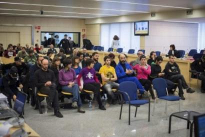 Absolbitu egin dituzte Kataluniako parlamentua inguratzeagatik auzipetutakoak