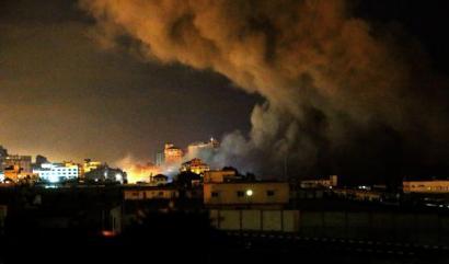 Israelek Gaza bonbardatzen jarraitzen du eta operazio �luze eta bortitza� iragarri du
